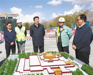 吴英杰:扎实推动经济高质量发展和绿色发展