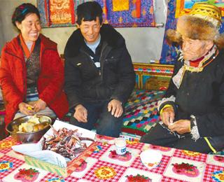 """翻身農奴扎西羅布:""""舊西藏賦稅比天上的星星還多"""""""
