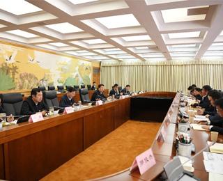 吴英杰以普通党员身份参加所在党支部专题组织生活会